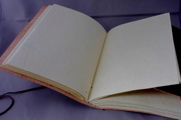 Lederbuch handgeschöpftes Papier